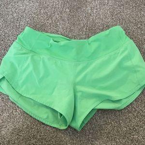 """Lululemon size 4 green speed up shorts 2.5"""""""